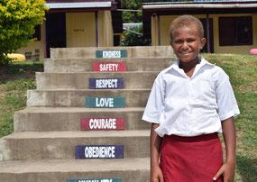 学校の階段に貼られたモットー