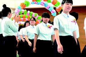 八重山農林高校の入学式が開かれた=9日午後、同校体育館