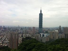 台湾の高層ビル、台北101。地上101階、地下5階