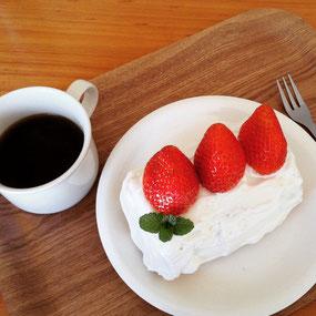 超簡単、植物性のみの材料で、ヘルシーなイチゴのケーキ。