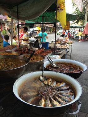 魚の煮物。どんな味かは不明・・・魚は菜食ではないので食べなかったけど。