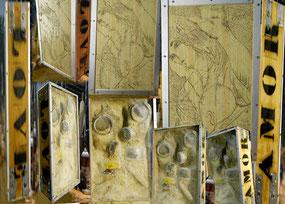 Love-Amor : masques, plexiglass, bois, aluminium,sable, pochoirs, gravure  format 50/33/18 cm