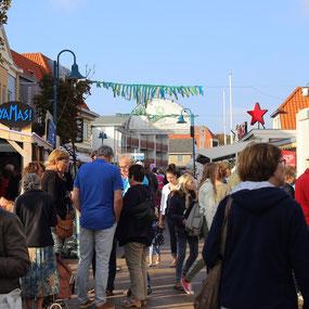 Fest in der Dorfstraße von De Koog