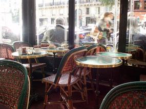 パリ、サン=ジェルマン・デ・プレのカフェ・ド・フロール