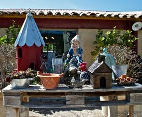 Garden Gnome, birdhouse, hedgehog house, clôche, flower pots & bricabrac