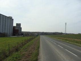 À Artonges, le pylône de téléphonie mobile est situé face au silo.