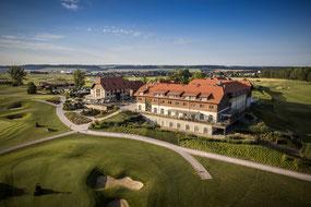 Das Resort mit dem Grün 18 des Goethe Course - © Spa & Golf Resort Weimarer Land