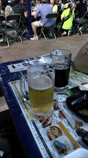 〆の一杯のビール画像