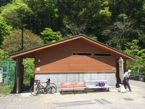 和田峠坂下のバス停