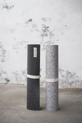 Nachhaltige und recycelte Yogamatten, made in Germany. Die hejhej-mats Yogamatte ist die erste recycelte und closed-loop Yogamatte. Sie ist gut für den Planeten, die Gesellschaft und für dich selbst!