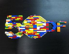Herstellung des Logos aus Legosteinen, B ca. 50 cm