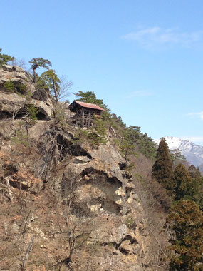 立石寺(数年前の5月頃のもの)