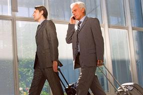 Nicht nur Mitarbeiter von großen Konzernen sind in der ganzen Welt unterwegs, durch die zunehmende Globalisierung schickt auch der Mittelstand immer öfter Arbeitnehmer in die Ferne.  Foto: djd/SÜDVERS/Ambrophoto - stock.adobe.com