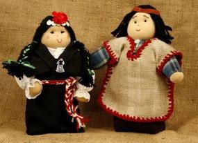 Preciosos mapuches y debajo una bailaola flamenca.