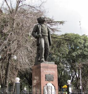 Monumento a Almafuerte en la plaza Gral San Martín de San Justo