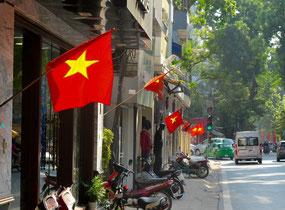 überall wehten die Vietnam-Flaggen im Wind