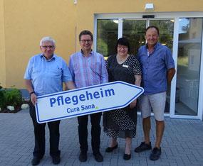 Gewerbeverein Grebenau bei Übergabe Hinweisschild Pflegeheim