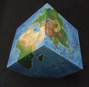 Welt-Erde-Würfel-Skulptur-Kunstwerk von künstlerstein.de Mathias Rüffert
