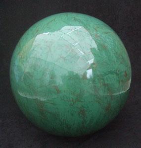 Jade-Kugel-Skulptur-Kunstwerk von künstlerstein.de Mathias Rüffert