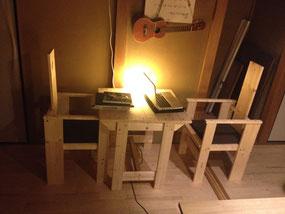 ラス パパス オリジナル家具:テーブルと椅子のイメージ