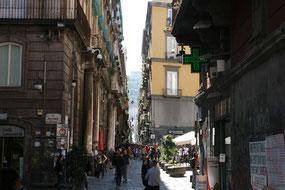 Enge Gassen in der Altstadt von Neapel
