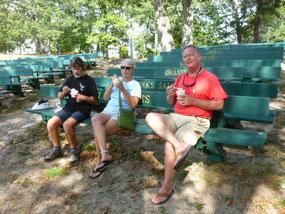 Eine Erfrischung muss sein, Wolfgang mit Curt und Kathy