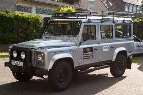 Land Rover Defender mit Umbau auf 2-DIN und Rückfahrkamera Außenansicht
