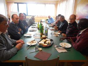 14/11/2015- L'évêque et  les membres de l'EAP ont partagé samedi midi un repas simple et convivial au centre Jean-Paul 2 (Morlaix)