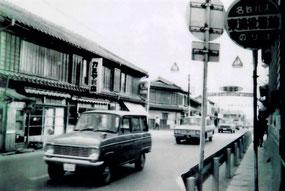 旧役場前の街並み