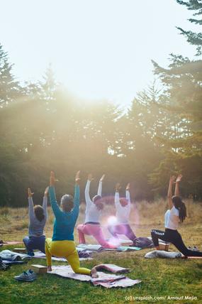 Outdoor-Yoga bei Yvonne Weißfahl, Yogalehrerin BDY/ EYU