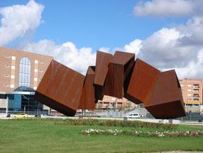 Una scultura realizzata in acciaio Corten ad Arganda del Rey in Spagna