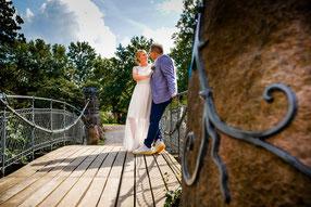 Brautpaar vor Schloss Bergedorf Hamburg - Foto FOTOFECHNER