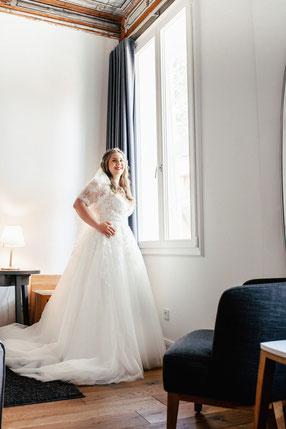 Braut beim Ankleiden im Hotel Wyndberg Lüneburg