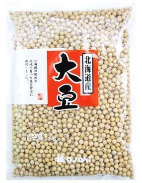 まめやの底力 北海道産 秋田大豆 1kg 自然が豊かな北海道の土壌で育てた秋田大豆です。秋田大豆は品種の名称でへそが黒目の大豆です。粒揃いの中粒サイズを採用しております。味の良い大豆で、煮豆としても美味しいですし、風味豊かな特質を活かして豆腐や納豆、味噌等の加工用としても人気が高いです。大豆は、畑の肉と呼ばれるくらいタンパク質等の栄養価が豊富で、最近はイソフラボン等の栄養成分にも着目されております。高品質で、美味しい秋田大豆をご利用ください。