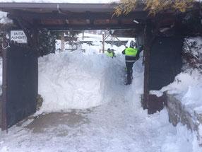 Rimozione della neve da cancello carraio