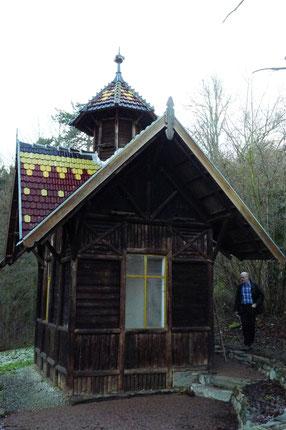 2014 bauten wir Taubenhaus auf dem Geländer der Eppsteiner Villa Anna zu einem Nistangebot für Schleiereulen um (Foto Nabu Eppstein).