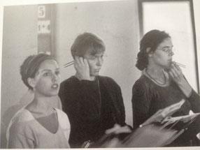 12 jährige Auseinandersetzung mit zeitgenössischer und alter Musik in der Schola Heidelberg (Walter Nussbaum) haben Gehör und stimmliche Experimentierfreude geschult und gefördert. Zahlreiche Uraufführungen und Rundfunkaufnahmen.