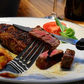 Colis classique de 5 kg de viande Aberdeen Angus vendu en vente directe à la Ferme de Neuvy dans le Cher
