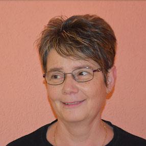 Ursula Messerli bedient Sie in der Bäckerei Graber Wimmis
