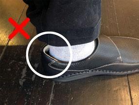 靴にかかとを合わせても隙間ができる場合は、靴のヒールカーブがかかとに合っていないのかもしれません。