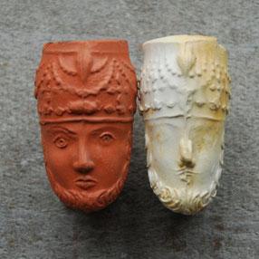 Twee kleine 'turkenkopjes', sigarettenpijpjes