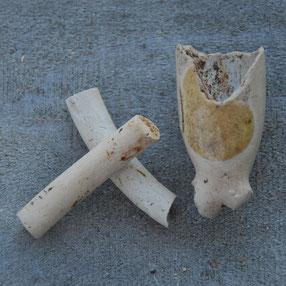 Kopje met glazuurresten en stukjes pijpenring, Gouda, ca 1700-1720