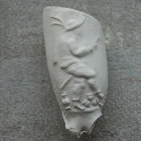 Een dansende nar, die de luit bespeelt. Gouda ? Ca 1700-1740