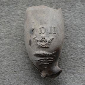 IDH, boven gekroonde vis, ca 1750-1800