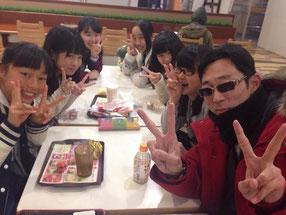 珍しいショット!横浜ガールズといっしょの西茨城校塾長の前鬼。