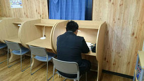 高校生も朝塾に参加。高校生専用ルームでひと勉強してから電車で学校に向かう。