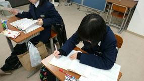 今日出るテストの重要事項を確認!テスト当日の朝に、塾長に質問ができるのが大きい。