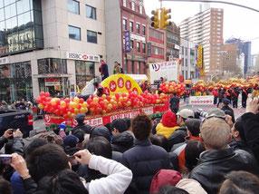 マンハッタンの中華街の旧正月はものすごい人出