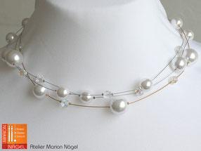 Halskette mit weißen Wachsperlen und Glasperlen