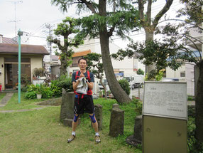 東京の市街の中に、5、6世紀に遡れる史跡が「塚」として残ってい る。かつては台地上にある緩やかな谷に面した微高地の村はずれに あったこの 塚は、今でも緩やかな坂の上にある。